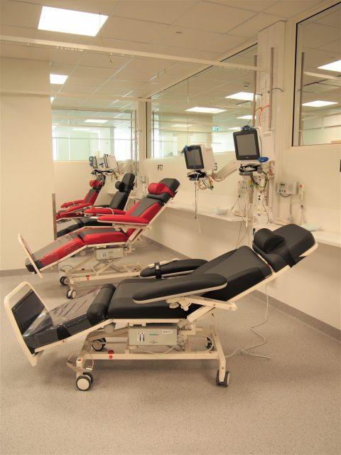 Sydänsairaalan päiväosastolla saa hoitoa myös tuolipaikoilla
