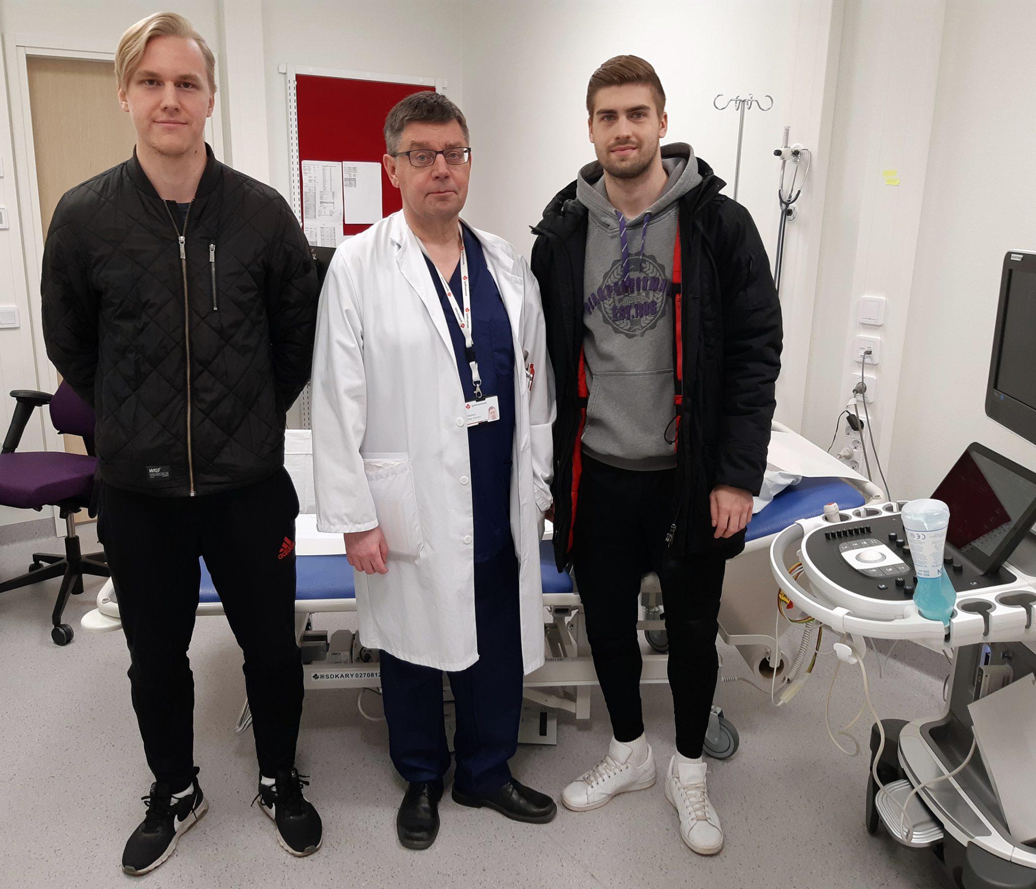 Lääkäri Vesa Virtanan ja kaksi FC Hakan pelaajaa