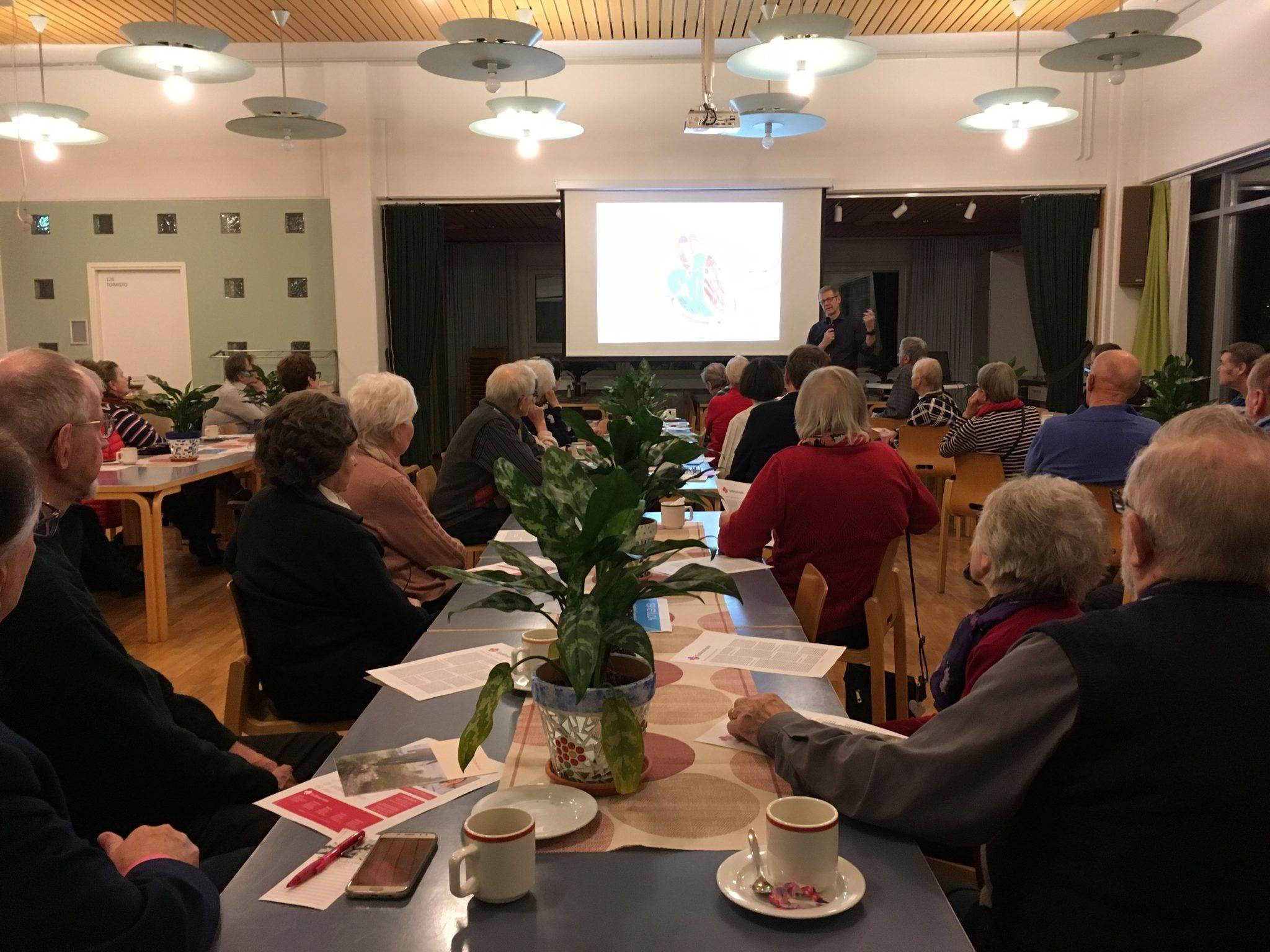 Sydänsairaalan yleisöluento Järvenpäässä keräsi paikalle yli 50 kuulijaa.