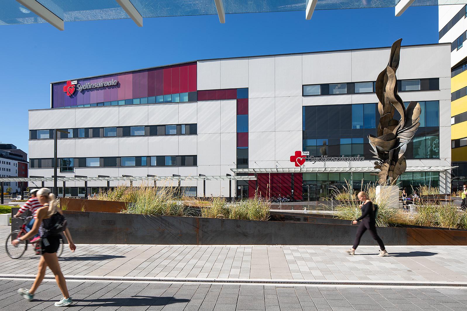 Sydänsairaalan rakennus ulkoapäin kuvattuna