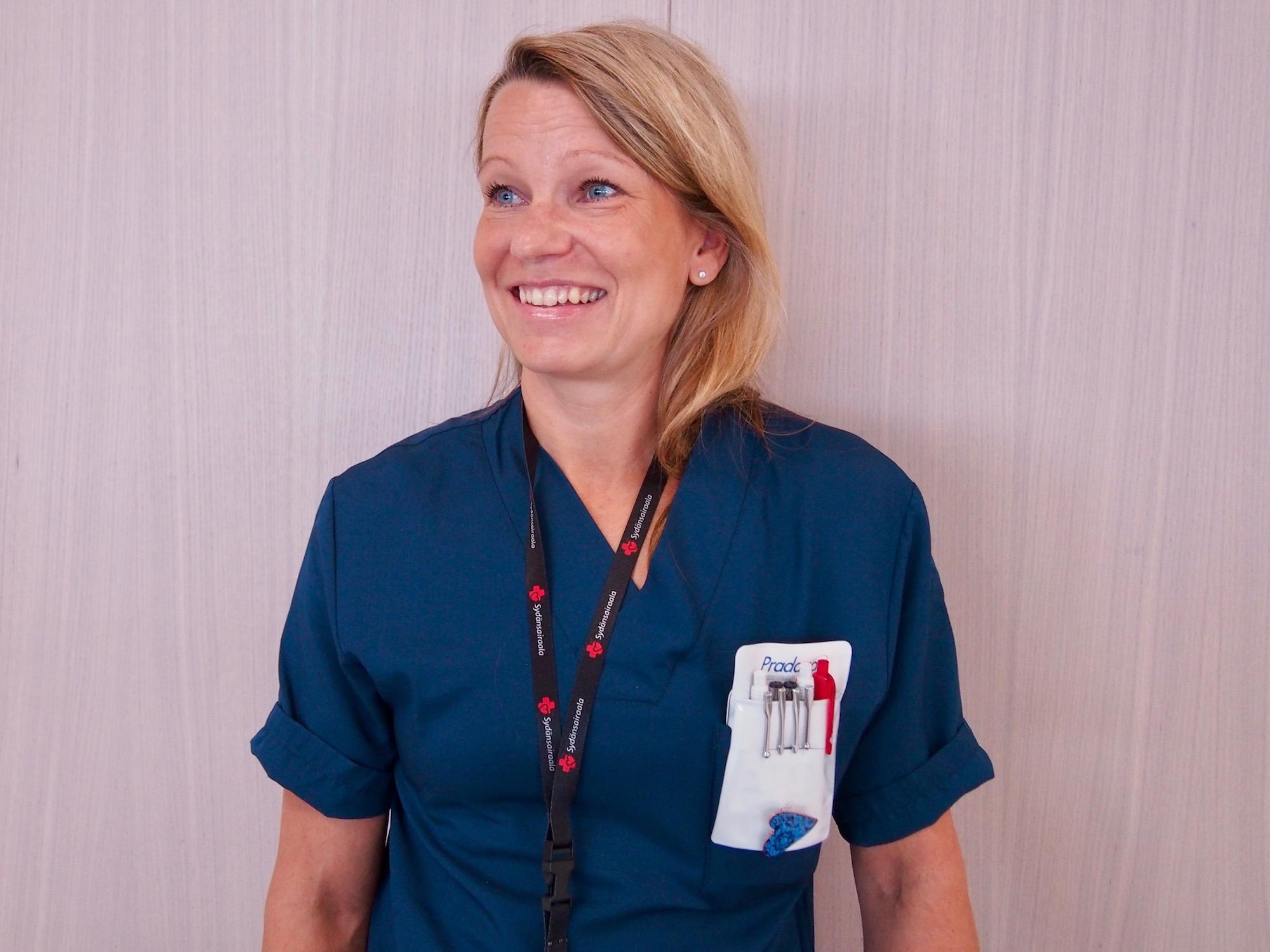 Osastonsihteeri Suvi Koskela viihtyy uudessa Sydänsairaalassa