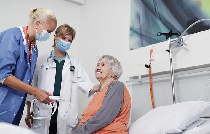 Sydänsairaalan Novan sydänosastolla hoitaja, lääkäri ja potilas