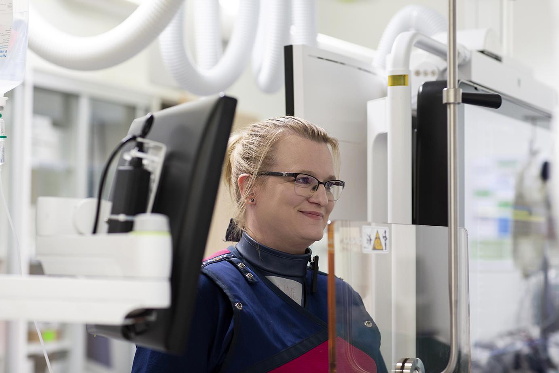 Sairaanhoitaja elektrofysiologisessa toimenpiteessä