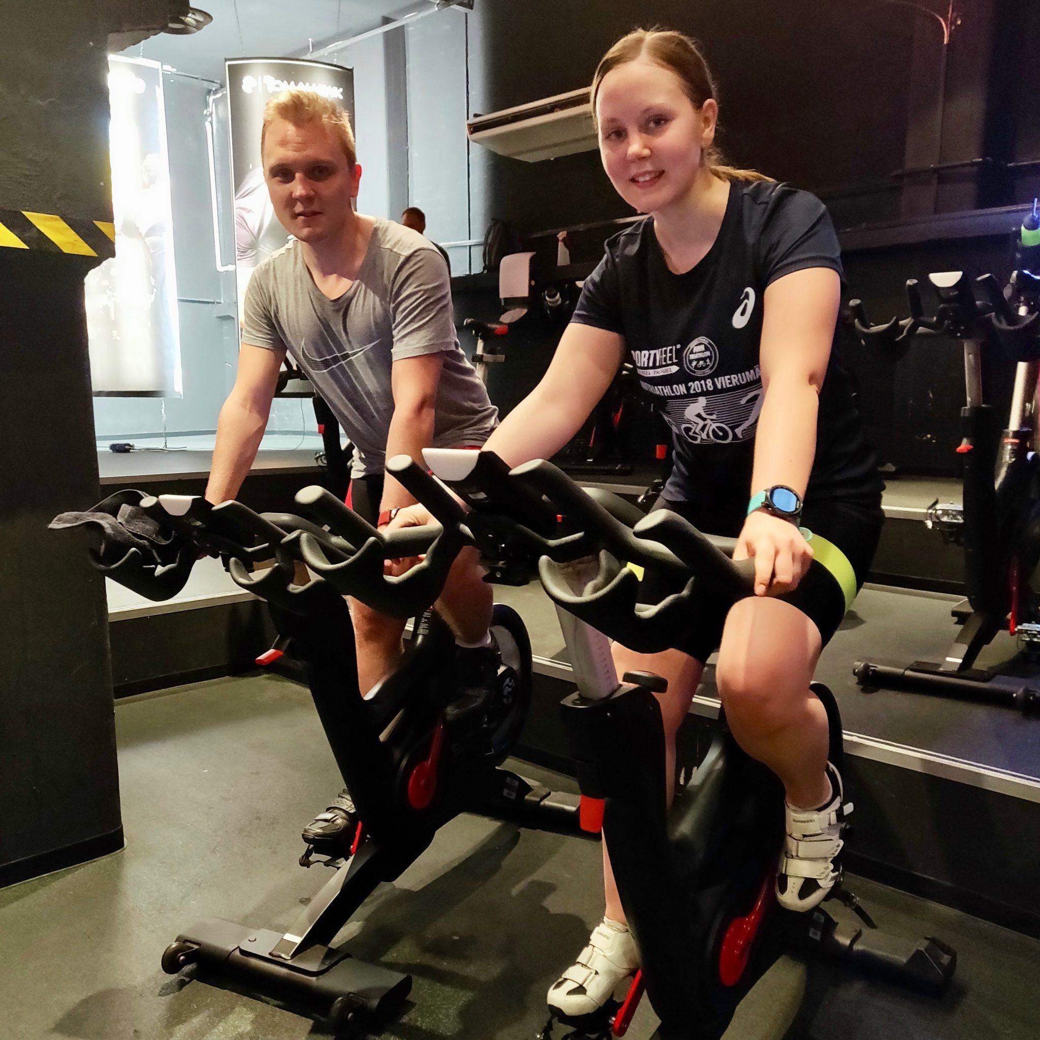 Sydänsairaalan hyväntekeväisyyspyöräilijät Tero ja Miina